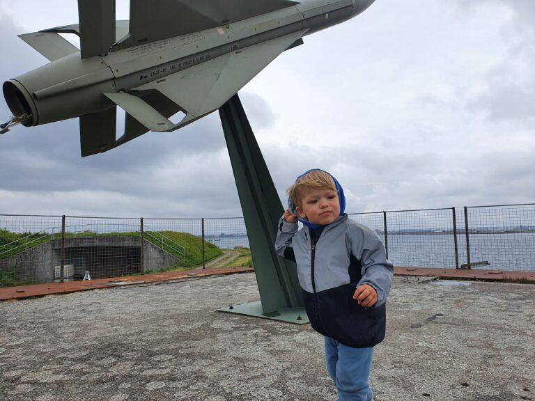 Sejl til ungdomsøen med små børn og besøg middelgrundsfortet